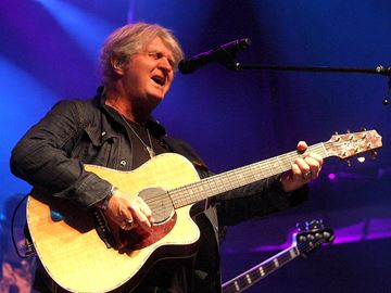 Tom Cochrane