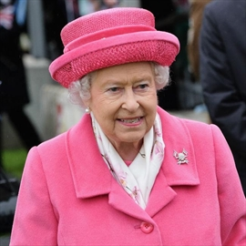 Queen Elizabeth celebrates birth in pink-Image1
