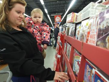 Crowds come out for Black Friday deals in Orillia