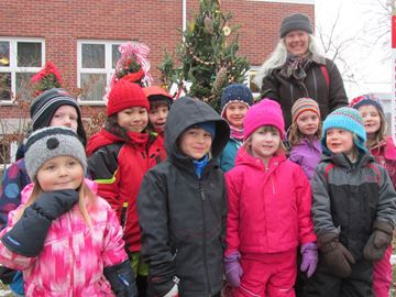 Thornbury's Errinrung Residence names tree-decorating contest winner