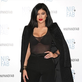 Kylie Jenner openly flirts with Tyga-Image1
