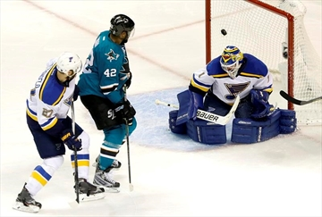 Sharks head to 1st Cup final after 5-2 win over Blues-Image5
