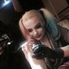 Cara Delevingne tattooed by Margot Robbie-Image1
