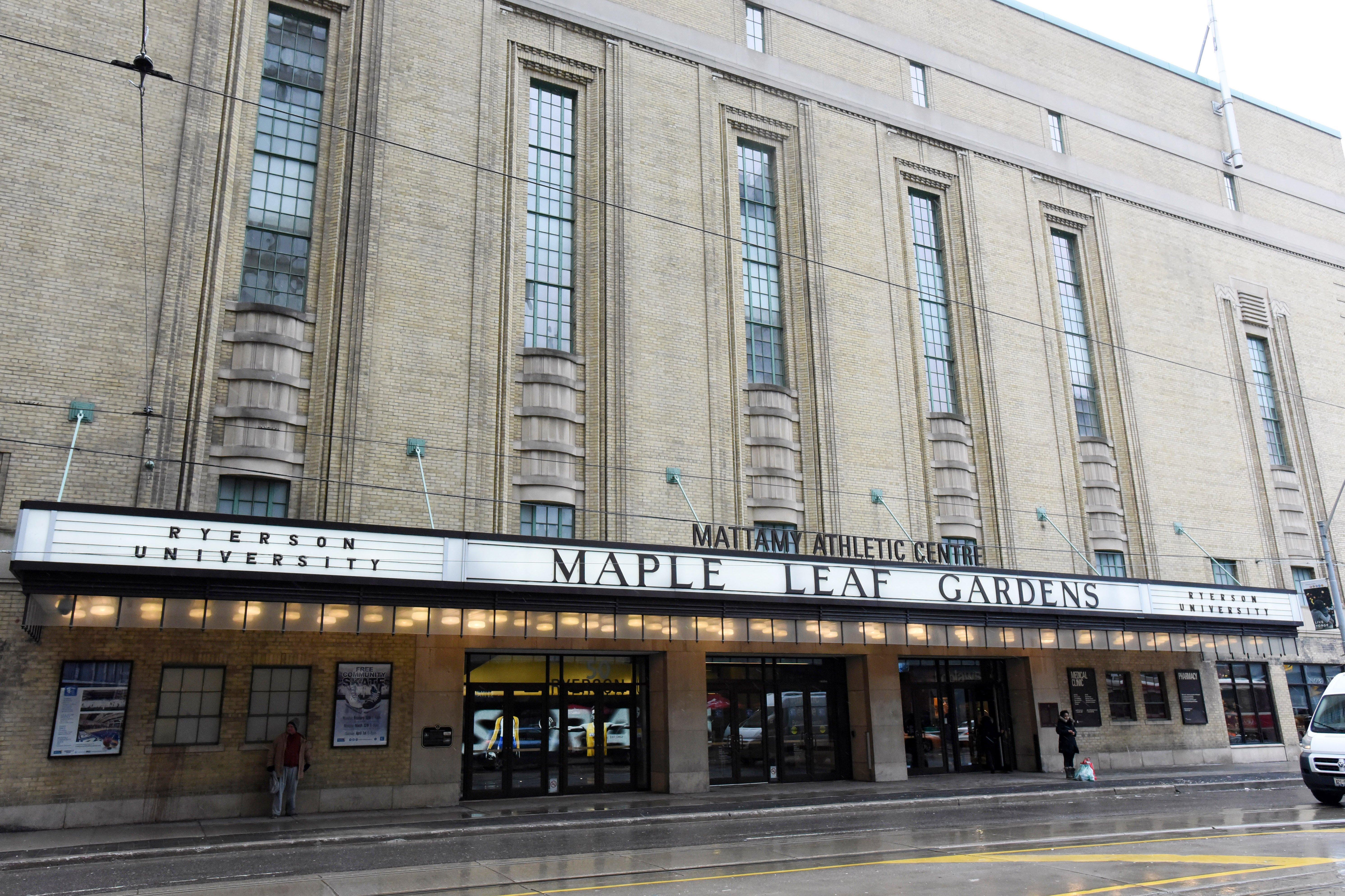 3hCC CollegeMapleLeafGardens0115 - Loblaws Maple Leaf Gardens Walk In Clinic