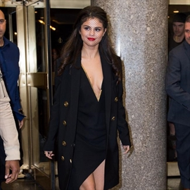 Selena Gomez wants to date older guys-Image1