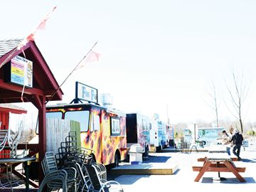 Foodtrucks on Taunton Rd.