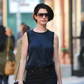 Anne Hathaway: Taylor Swift is a 'force of nature'-Image1
