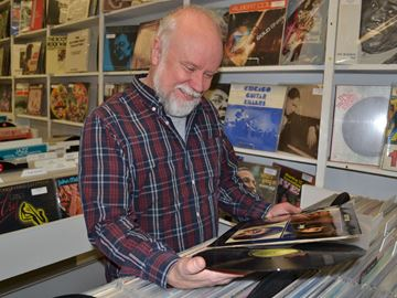 Vinyl revival strikes chord with music lovers