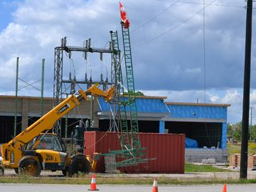 Hydro wire cut down on construction site in Collingwood