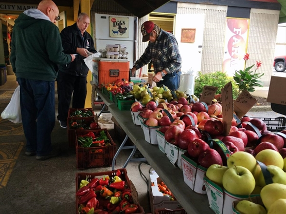 Harvest Hoopla creates stir at Niagara Falls Farmers Market