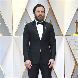 Casey Affleck and Emma Stone take top acting honours at Oscars-Image1