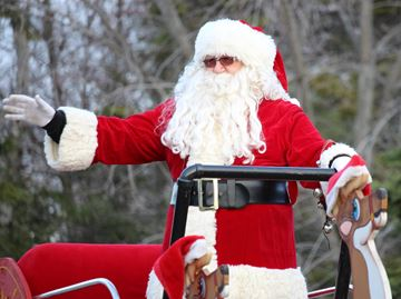 Santa arrives in Wasaga Beach