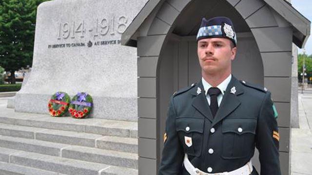 Oakville soldier watches over war memorial in Ottawa