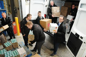 Barrie Ford and Barrie Chrysler give to food bank