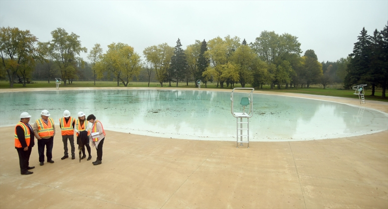 kitchener shows off rebuilt kiwanis pool