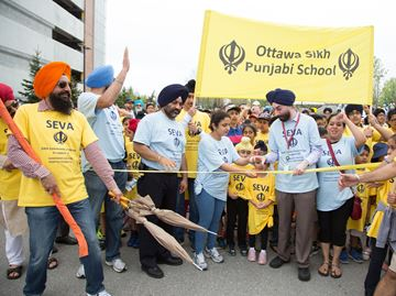 Ottawa Sikh community raises money for Queensway Carleton