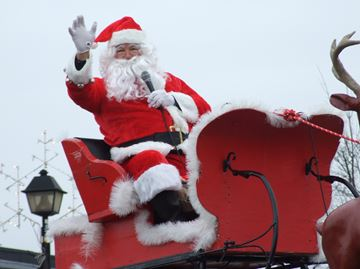 Orillia Santa Claus parade delights crowds