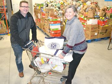 Kiwanis Club gives to Barrie Food Bank