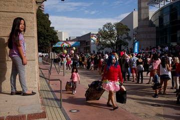 Crowds, cuteness overwhelm first Hello Kitty Con-Image1