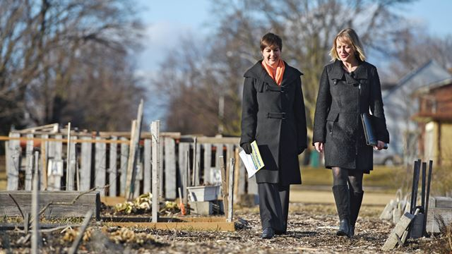 Building on Health in Priority Neighbourhoods Mary-Anne Pietrusiak and Regina Elliott