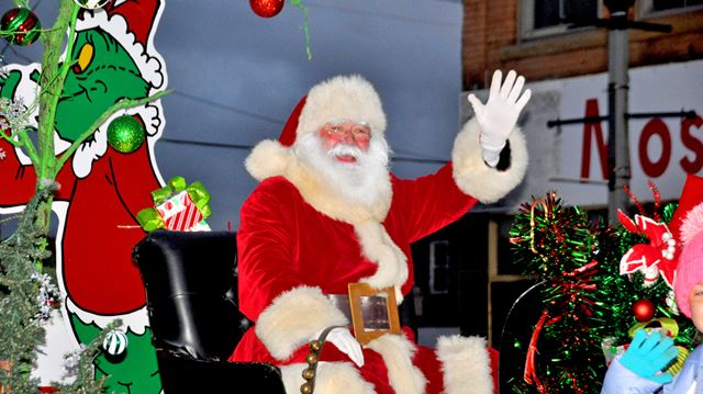 The jolly elf touches down in Welland | NiagaraThisWeek com