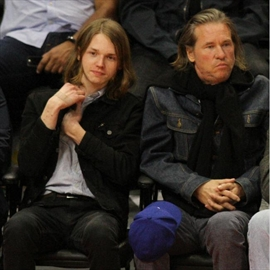 Val Kilmer is recovering emergency throat surgery-Image1