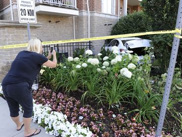 No one injured after vehicle crashes into Oakville townhouse