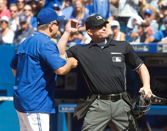 Blue Jays win heated game against Royals-Image1