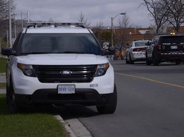 Police looking for suspect after women flashed in downtown Oakville