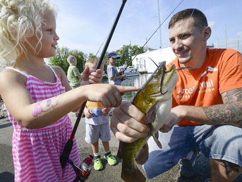 Photos hamilton harbour fishing derby for Fishs eddy coupon