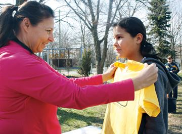 Corry Carter, left, makes sure her daughter, Noa, 10, gets the size right for her Box Run t-shirt. The shirts were handed out to people who took part in Mike Strange's Box Run training day event Monday.