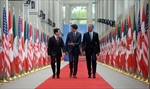 Trudeau greets Obama, Pena Nieto for summit-Image2