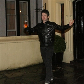 Noel Gallagher offered free lager for life-Image1