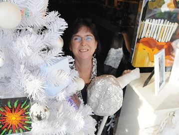 Downtown Barrie merchants serve up festive spirit