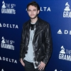 Zedd's romantic trip to toilet-Image1