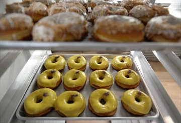 Canadians embrace artisanal doughnut shops-Image1