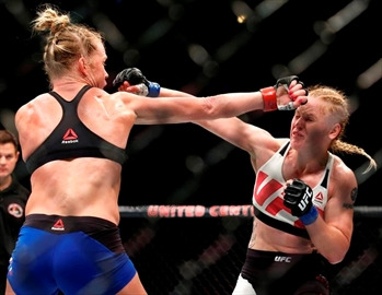 Valentina Shevchenk stuns Holly Holm at UFC Chicago-Image3