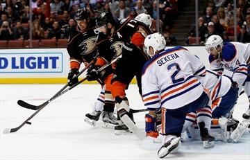 Ducks drub Oilers 4-3, ending goalie Talbot's night early-Image1