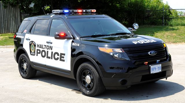Suspects sought in Oakville robbery