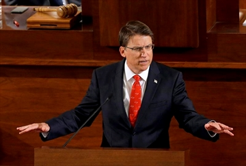 North Carolina Gov. McCrory in minor crash after Super Bowl-Image1