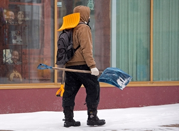 Storm closes offices, cancels flights-Image1