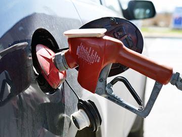 Mayor defends free gas publicity stunt by Ottawa 2017