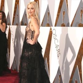 Jennifer Lawrence embarrasses Chris Pratt -Image1