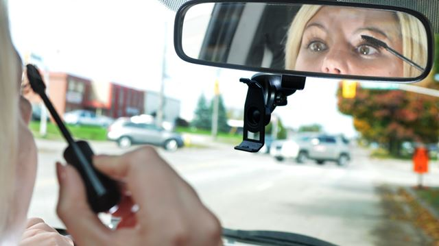 Ontario to hike fines for distracted drivers