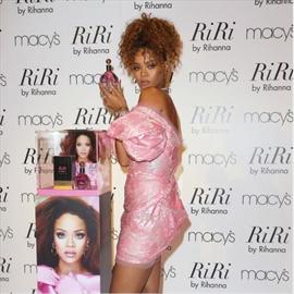 Rihanna banned make-up artist's perfume-Image1