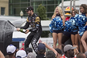 Indy driver Hinchcliffe joins 'Dancing with the Stars'-Image1