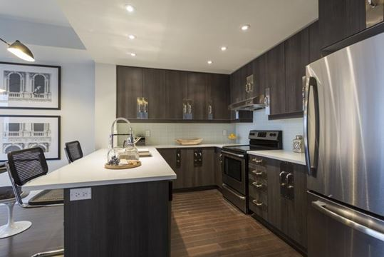 Modern Art Designer Digs In Downtown Markham