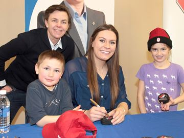Olympian signs autographs in Angus