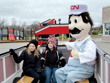 CN makes a surprise stop in Scugog