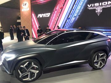 The long hood accentuates the flowing body, a flattened roofline and longer wheelbase  gives the Hyundai Vision T Concept a dramatic look especially with the clean and seamless side windows.